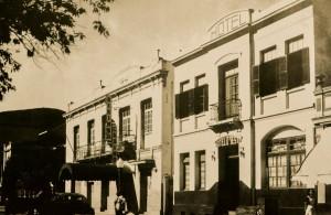 A foto é um registro histórico do Hotel D´Oeste, estabelecimento que marca o início da família Miguel no ramo de hotelaria.